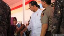 Senangnya Warga Jabar Terima Sertifikat Tanah dari Jokowi