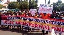 Ratusan Awak Angkot Tegal Demo Tolak Transportasi Online