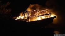 Foto: 2 Kapal Motor Ludes Terbakar