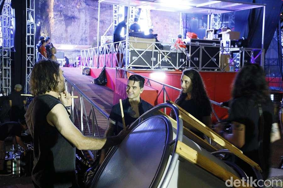 Momen Belakang Panggung Sebelum Dashboard Confessional Mengguncang Bali