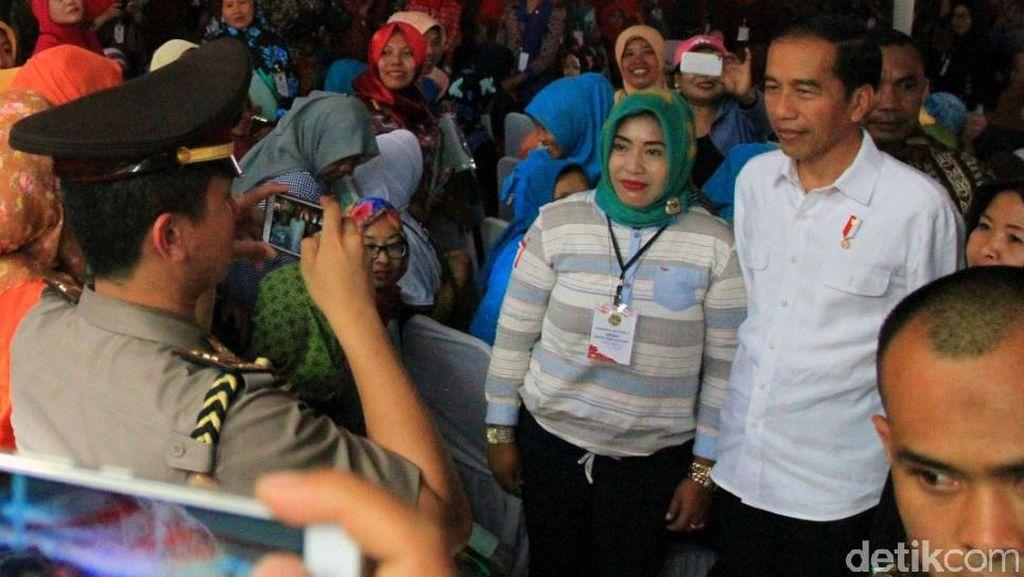 Jokowi ke Warga Cimahi: Saya Dulu Juga Anak Orang Tak Punya