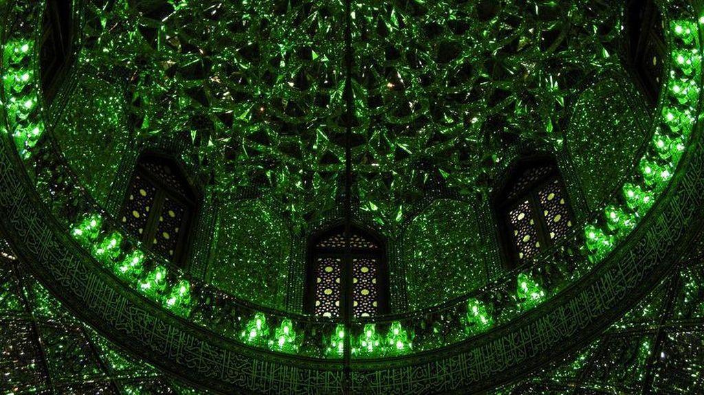 Foto: Arsitektur Masjid Ini Luarnya Biasa Saja, Tengok Dulu Dalamnya