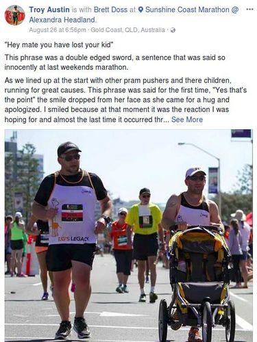 Troy Austin yang dorong stroller kosong saat maraton