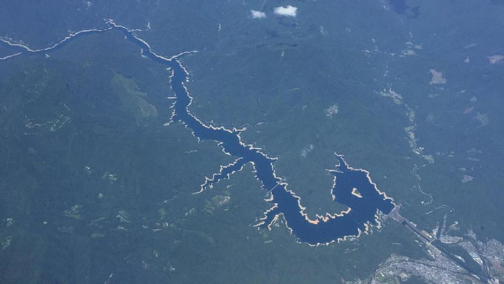Penampakan Sungai Berbentuk Naga di Jepang