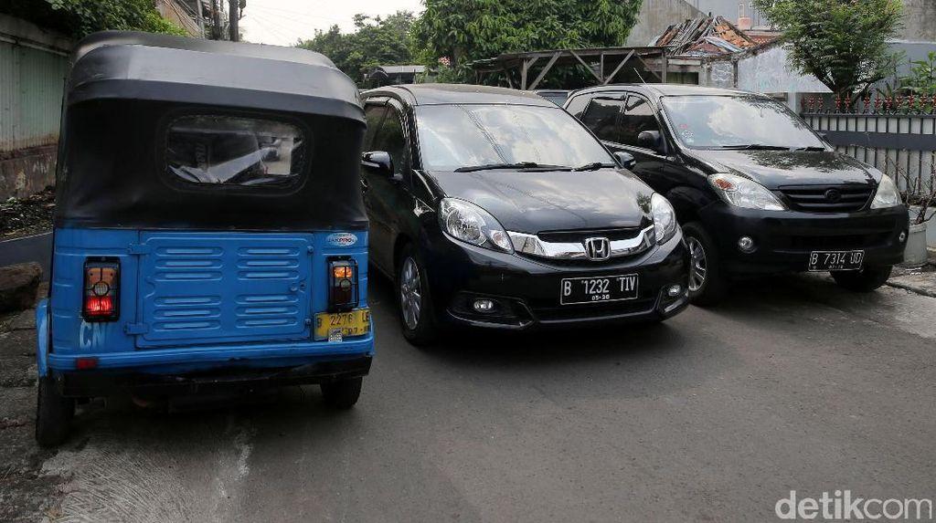 Punya Mobil Tak Punya Garasi Jadi Masalah Semua Komplek Perumahan