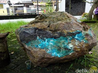 Foto: Batu Bacan Seberat 1,5 Ton