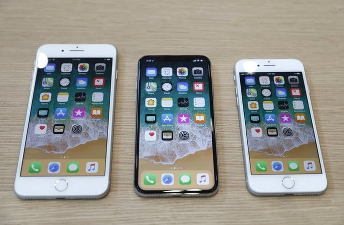 iPhone 8 Plus, iPhone X dan iPhone 8. Foto: Reuters