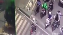 Kocak! Pemotor di Pekalongan Clingak-clinguk Ditegur CCTV Bicara