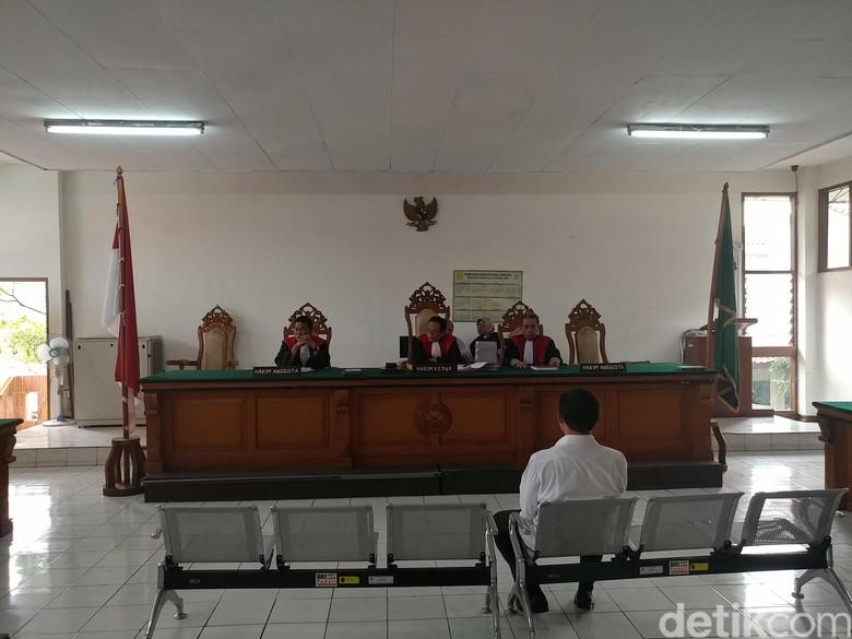 Kasus Eks Kepala DPMPTSP Bandung - Bandung Eks Kepala Dinas Penanaman Modal dan Pelayanan Terpadu Satu Pintu Kota Bandung Dandan Riza Wardhana dituntut hukuman