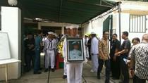 Jenazah Mertua Chairul Tanjung Dikebumikan Secara Militer