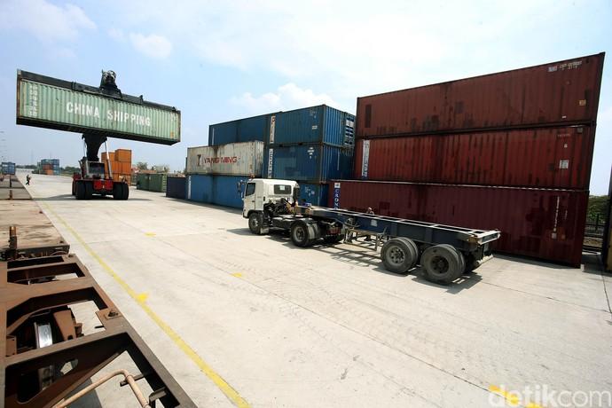 Melihat Dari Dekat Bongkar Muat Tercepat di Cikarang Dry Port