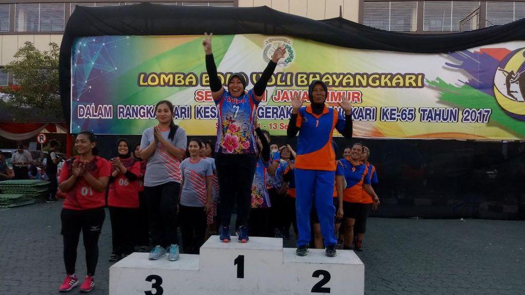 Bhayangkari Polrestabes Surabaya Juarai Bola Voli HKGB Polda Jatim