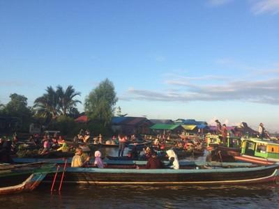 Bukan Thailand, Ini Pasar Terapung di Banjarmasin