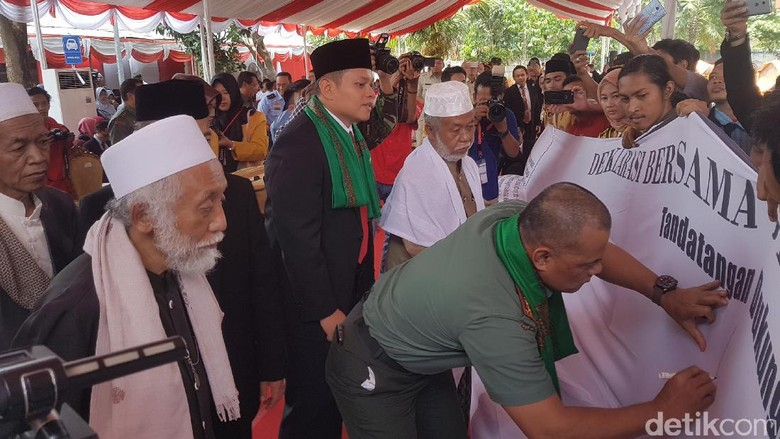 Bersama Ulama Banten, Panglima TNI Teken Deklarasi Anti Hoax