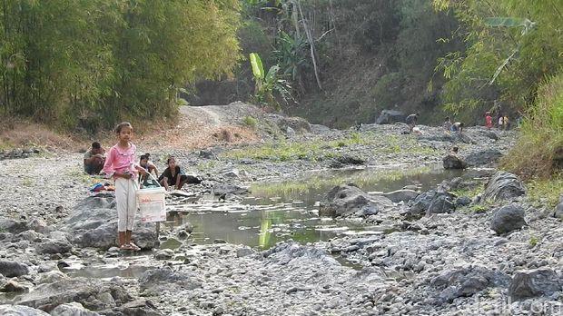 Kesulitan Akses Air Bersih, 800 KK di Banjarnegara Mandi Air Keruh