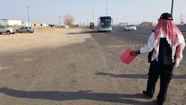 Potret Timer Bus Pengangkut Jemaah yang Berjuang Melawan Panas