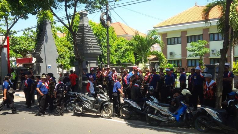 Kawal Sidang Demo Palu Arit, Massa Anti PKI Serbu PN Banyuwangi