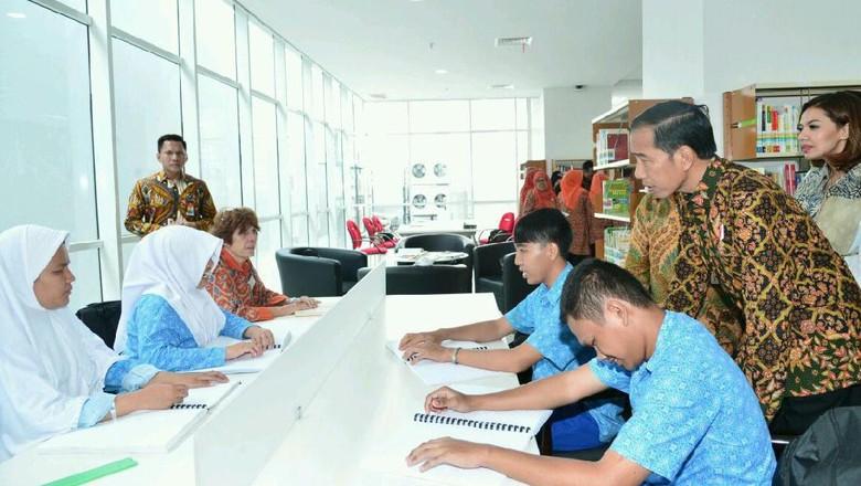 Jokowi Minta Ada Alokasi Dana Desa untuk Perpustakaan