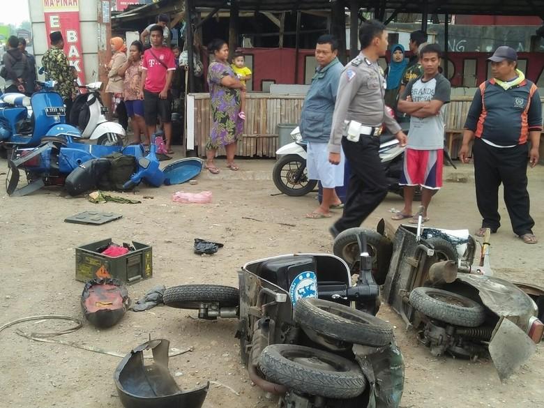 Truk Seruduk Kerumunan Vespa di Subang, Satu Orang Tewas