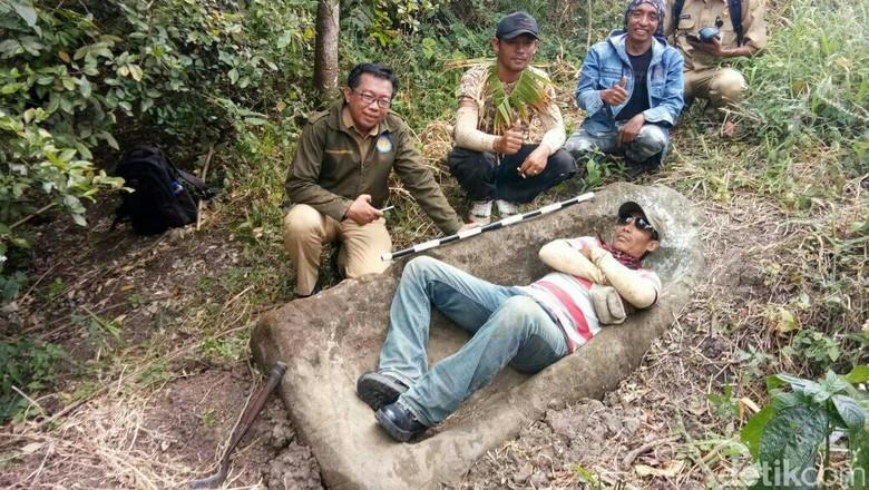 Warga Bondowoso Temukan Batu Diduga Benda Prasejarah