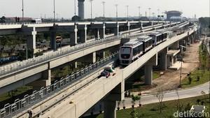 Melihat Persiapan Skytrain Jelang Beroperasi Hari Minggu