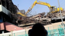 Pasar Senen yang Bekas Terbakar Mulai Dibongkar