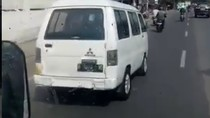 Aksi Kejar-kejaran ala GTA Sopir Mobil Jadul Vs Dishub di Jaktim