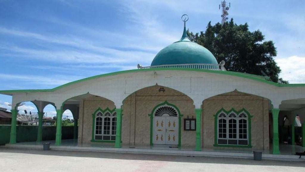 Sholat Jumat di Masjid Raya Toba Samosir