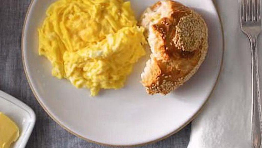 Mau Bikin Scrambled Egg Dalam 40 Detik? Ikuti Cara Chef Ini