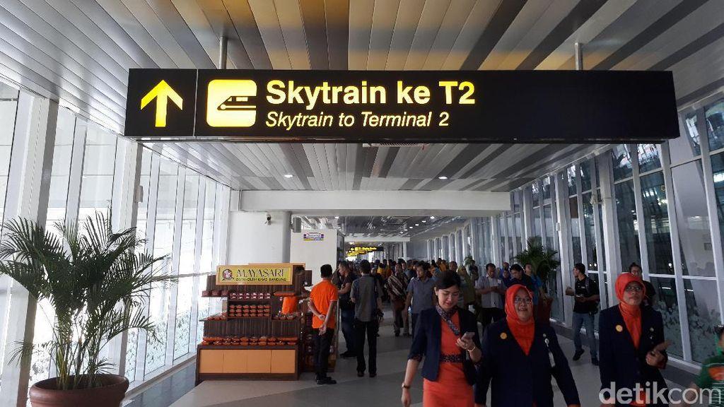 Naik Skytrain Antar Terminal di Bandara Soekarno-Hatta Cuma 3 Menit
