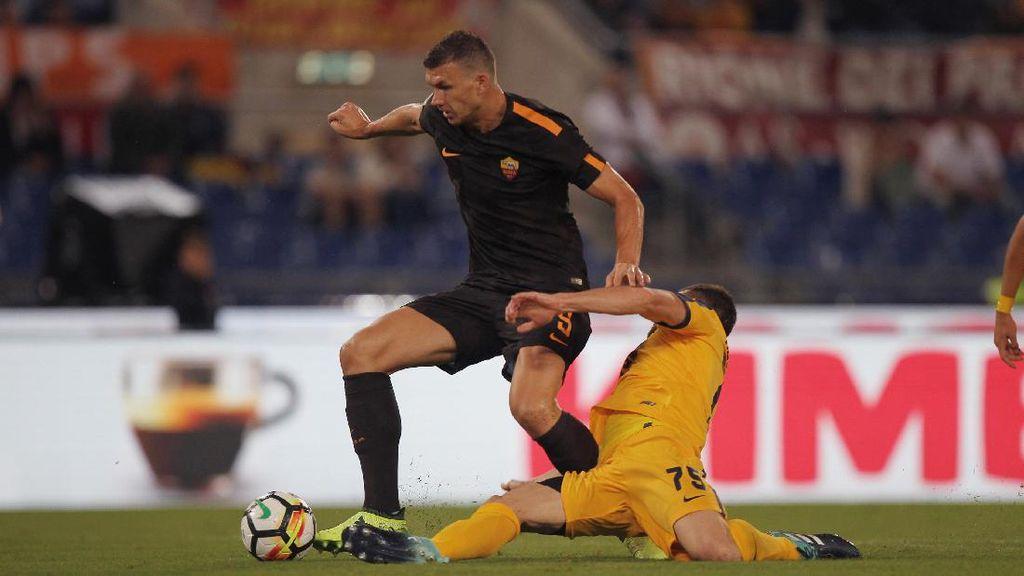 Dua Gol Dzeko Bantu Roma Atasi Verona 3-0