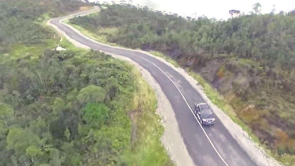 Bangun Jalan dan Jembatan, Jokowi Buka Isolasi di Papua
