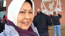 Selfie Istri Wali Kota Batu di Liverpool Saat Suaminya Dicokok KPK
