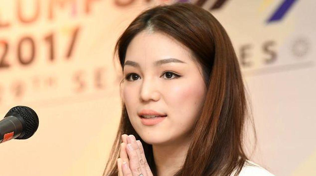 10 Potret Watanya Wongopasi, Wanita Cantik yang Jadi Manajer Timnas Thailand