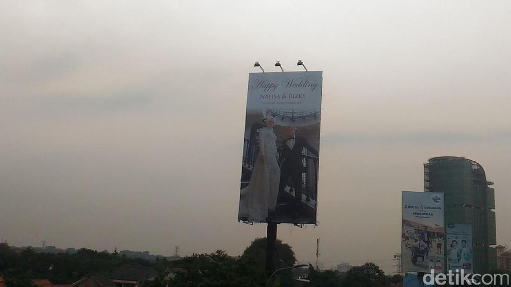 Ini Sosok Pengantin yang Tampil di Billboard Happy Wedding di Tanjung Barat