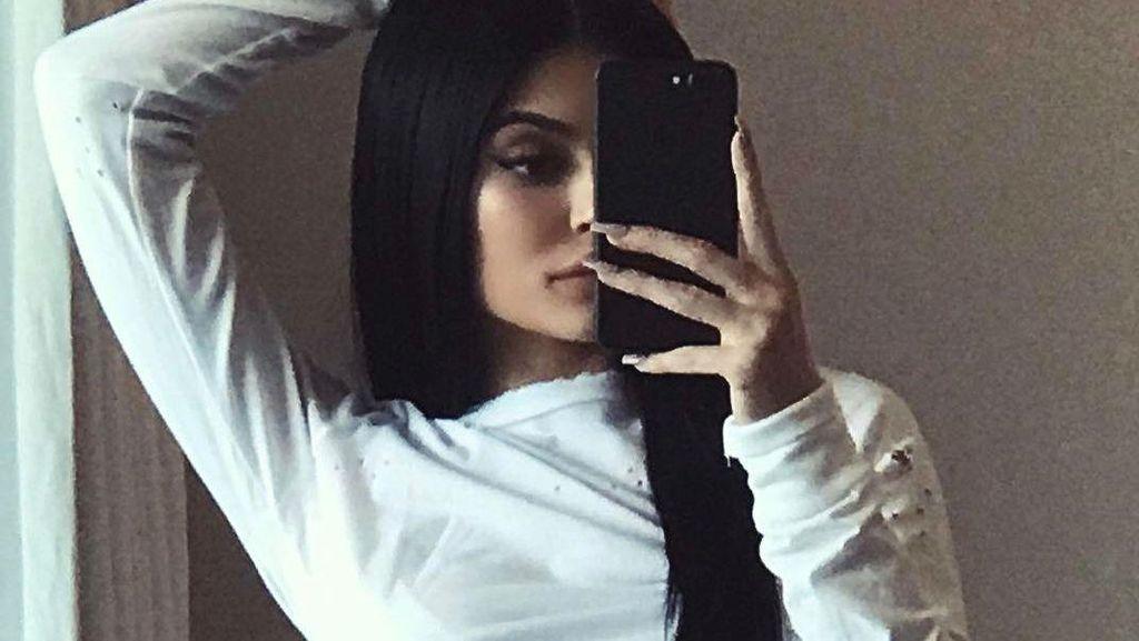 Sang Ibu Terkejut Dengar Kabar Kehamilan Kylie Jenner