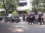 Melihat Kantor LBH yang Masih Dijaga Ketat Polisi