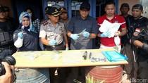 Polisi Geledah Rumah Terduga Teroris Cirebon