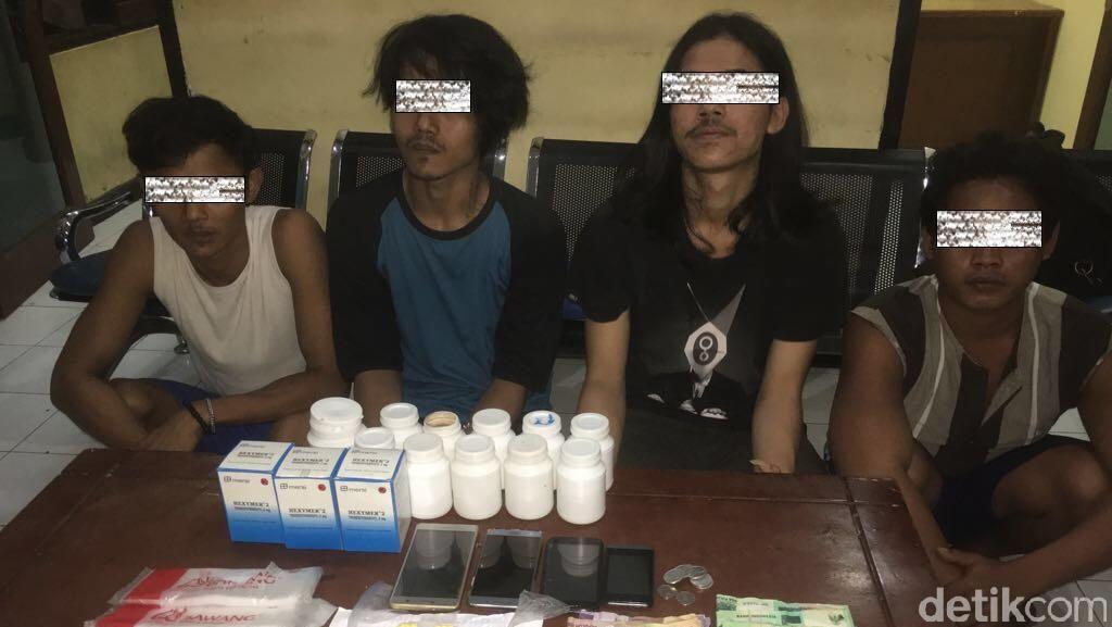 Polres Kepulauan Seribu Tangkap 4 Penjual Obat Keras