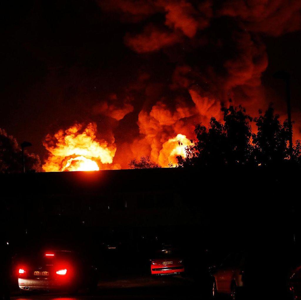 Begini Ganasnya Kobaran Api di Dekat Tottenham Hotspur