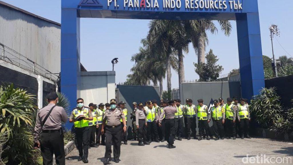 Karyawan Demo, Gerbang PanAsia Indo Resources Dijaga Ketat