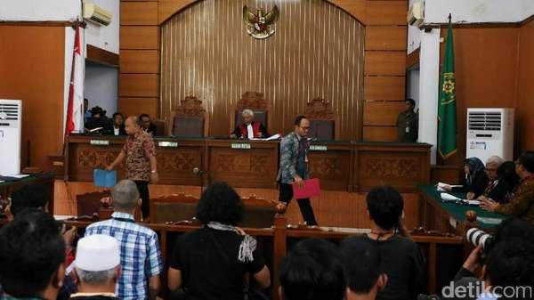 Hadirkan 3 Ahli, Pengacara Tegaskan Status Tersangka Novanto Tak Sah