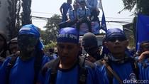 Seribuan Buruh PT PanAsia Bandung Demo Tolak PHK Sepihak