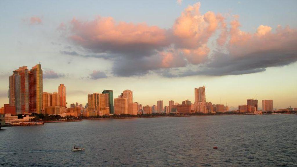 Melihat Sunset dari Kapal Pesiar di Filipina