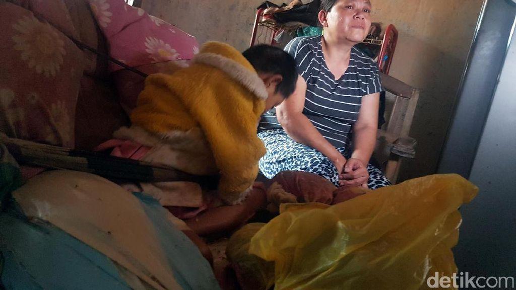 Relawan Sosial Bantu Pengobatan Bunga yang Diikat Orangtuanya