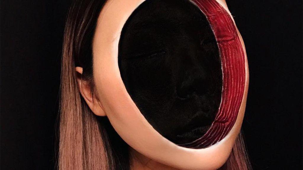 Trik Makeup Mengerikan, Wanita Ini Jadi Tak Punya Wajah