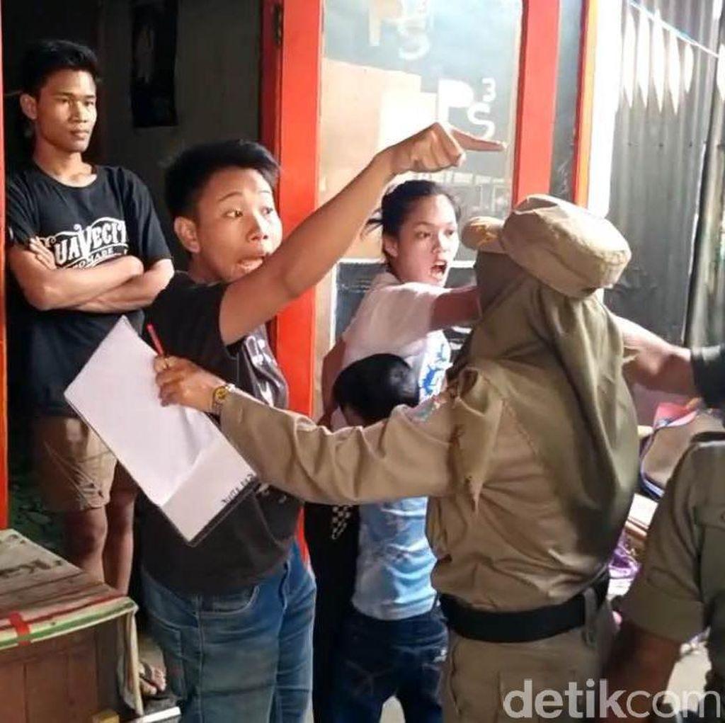 Razia di Trotoar Matraman Ricuh, PKL Ancam Petugas Pakai Pisau