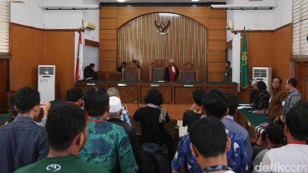 Setnov Gugat Status Tersangka di Praperadilan