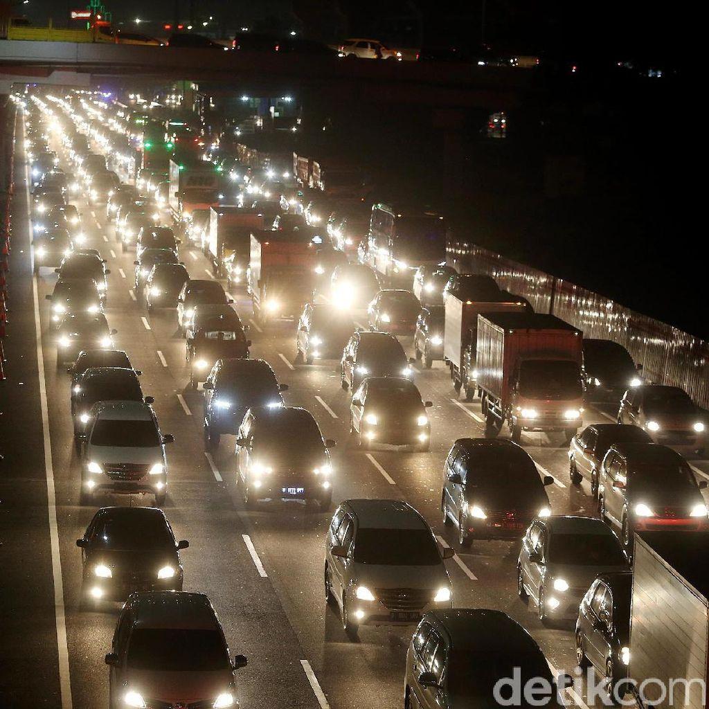 Ada Perbaikan Jalan, Tol TB Simatupang Km 24 Arah Serpong Macet