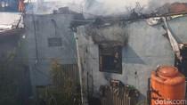 Rumah Terbakar di Gandok Bandung, 1 Orang Luka Tersetrum